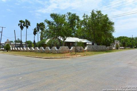 Photo of 401 E Hugo St, Dilley, TX 78017