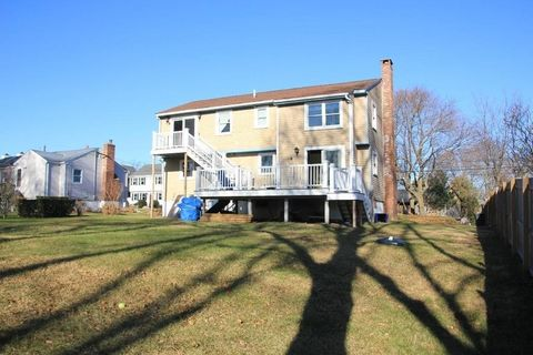 3 Harborview Rd, Hull, MA 02045