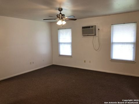 Photo of 550 Hospital Blvd Apt 15, Floresville, TX 78114