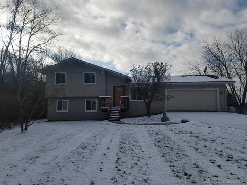 Photo of 1455 Austin Farms Dr, Ortonville, MI 48462