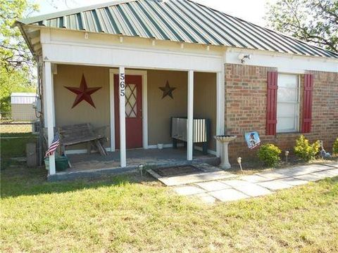 Photo of 565 Main St, Lawn, TX 79530