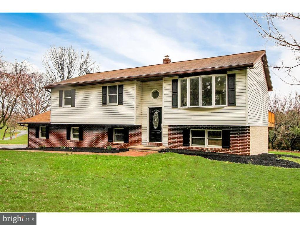 87 Hook Rd, Mohrsville, PA 19541