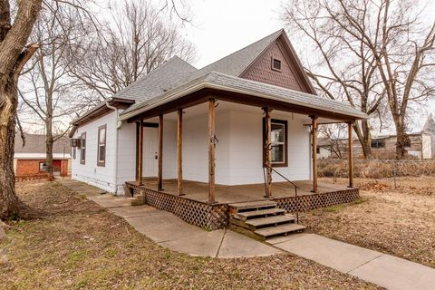 Photo of 420 N State St, Caney, KS 67333