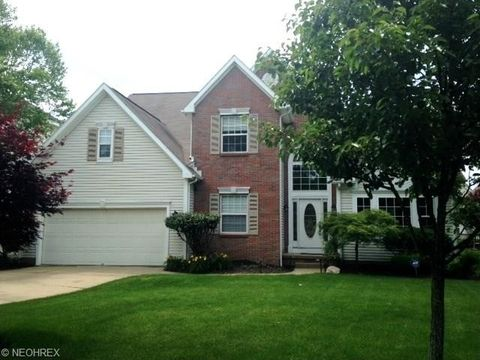 Photo of 796 Village Pkwy, Fairlawn, OH 44333