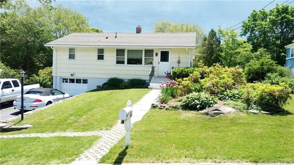 11 Hilltop Ter, Waterford, CT 06385 - realtor.com®