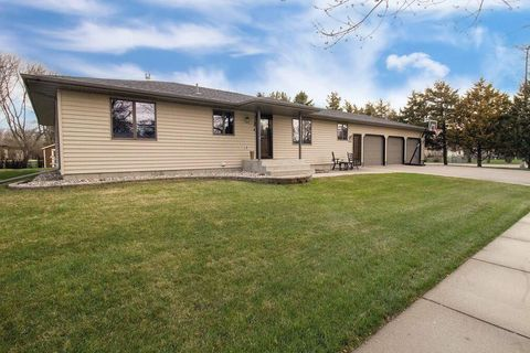 Photo of 2402 Se 14th Ave, Aberdeen, SD 57401