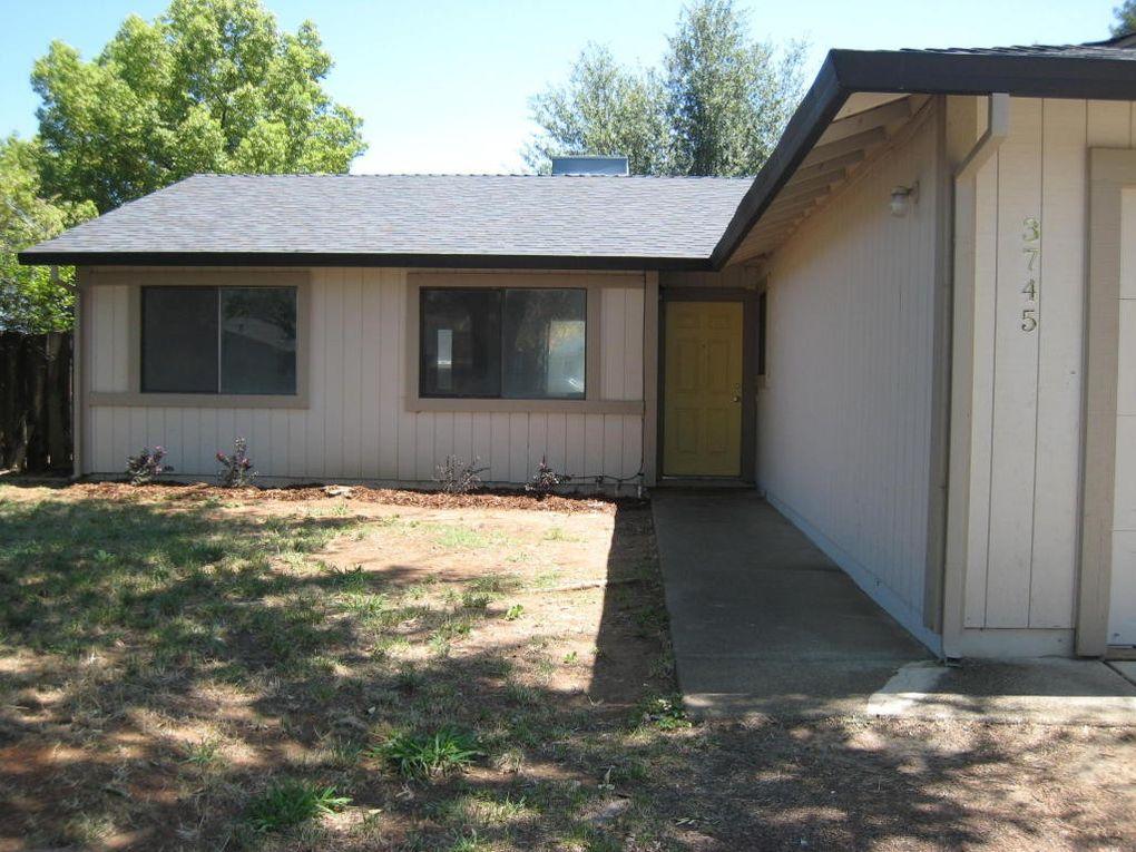 3745 Pegasus St, Redding, CA 96002