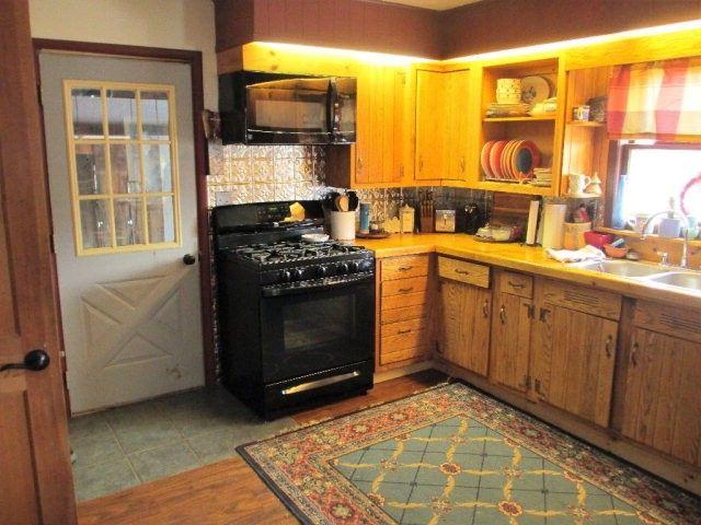 45 Duprey St, Saranac Lake, NY 12983