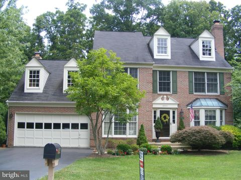 8604 Oak Chase Cir, Fairfax Station, VA 22039