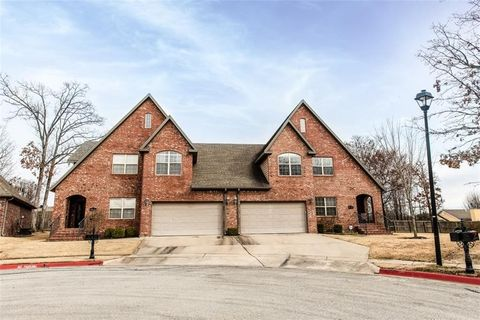 Photo of 4002 N Zion Valley Dr, Fayetteville, AR 72703