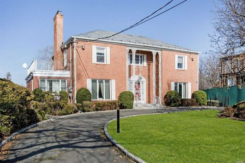18439 Cambridge Rd, Jamaica, NY 11432