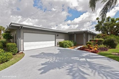 6705 Eastpointe Pines St, West Palm Beach, FL 33418. House For Sale