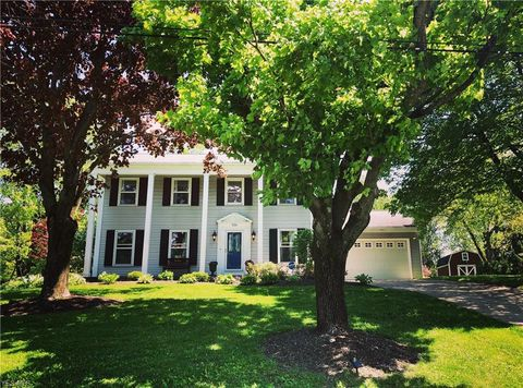 Photo of 526 Coy Ln, Chagrin Falls, OH 44022