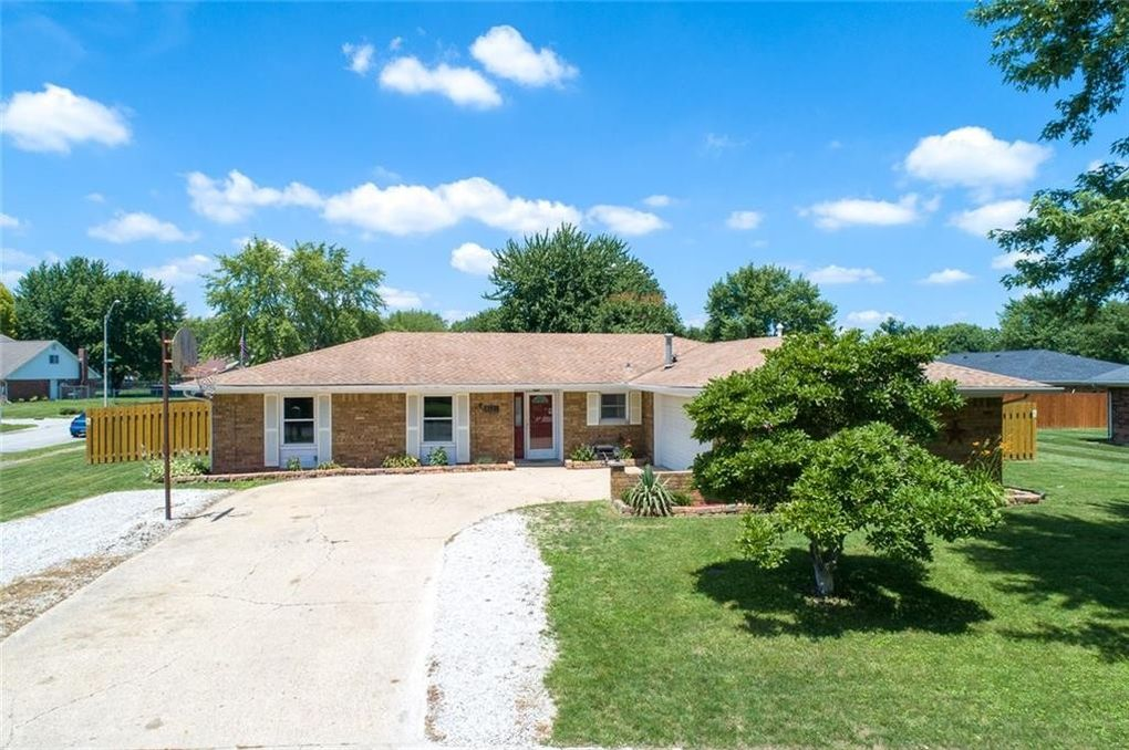 9528 Neptune Dr Indianapolis, IN 46229