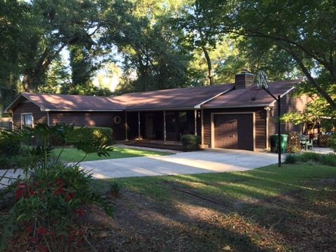 Lake Jackson Estates Real Estate - Homes for Sale in Lake ...