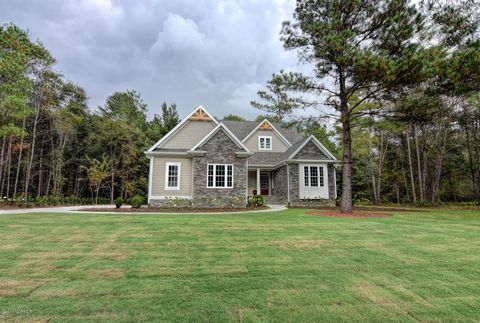155 Maple Creek Dr, Wallace, NC 28466