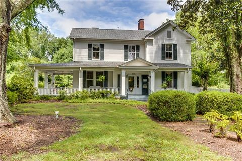 Photo of 303 S 1st St, Easley, SC 29640