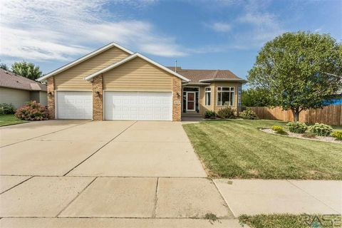 Photo of 604 W Shady Hill St, Sioux Falls, SD 57108