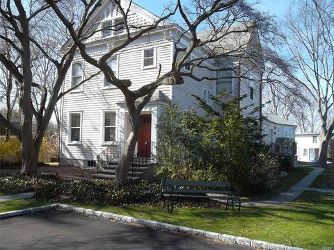 Photo of 95 High St, Huntington, NY 11743