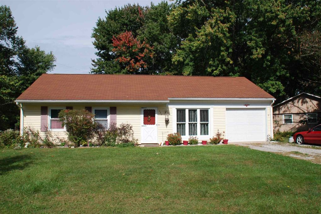 320 W Hickory Dr, Ellettsville, IN 47429