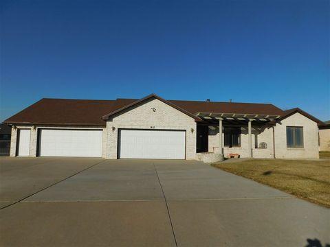 1410 Circle Lake Dr, Dodge City, KS 67801