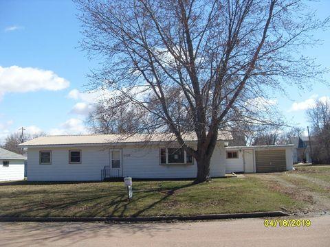 305 Farmer Ave E, Howard, SD 57349