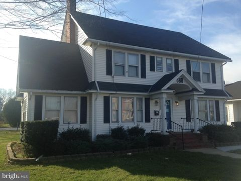 Photo of 880 S State St, Dover, DE 19901