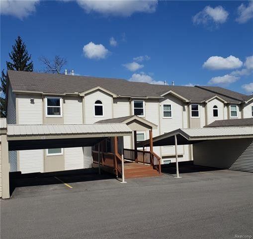 4987 Oak Hill Dr, Waterford Township, MI 48329