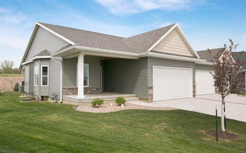 334 Ridgeview Dr, Fairfax, IA 52228