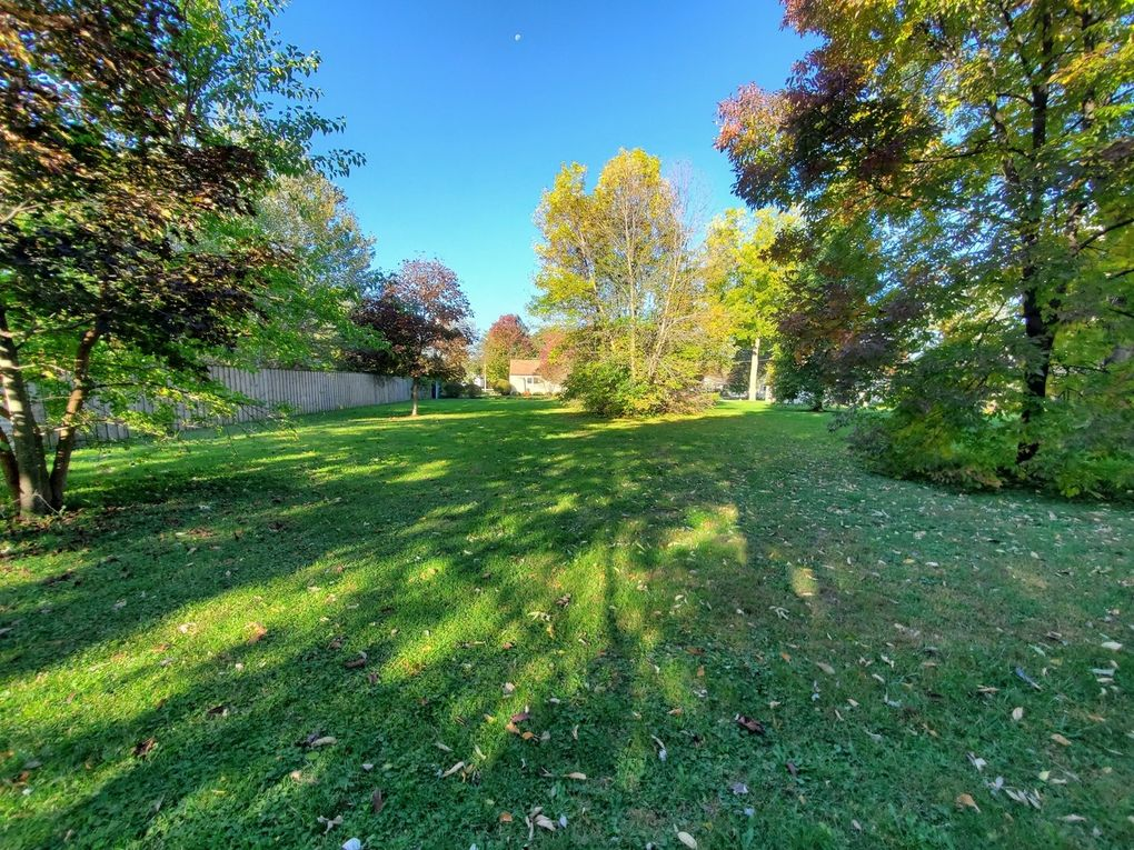 Greenleaf St Lot 77 Gurnee, IL 60031
