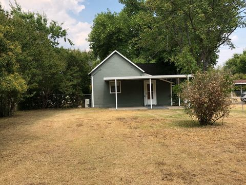 Photo of 215 Church St, Valley View, TX 76272