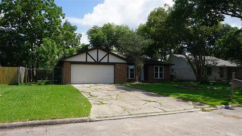 Photo of 5421 Bramble Ln, Dickinson, TX 77539