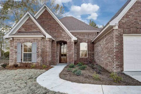 Photo of 152 Sweetbriar Cir, Canton, MS 39046