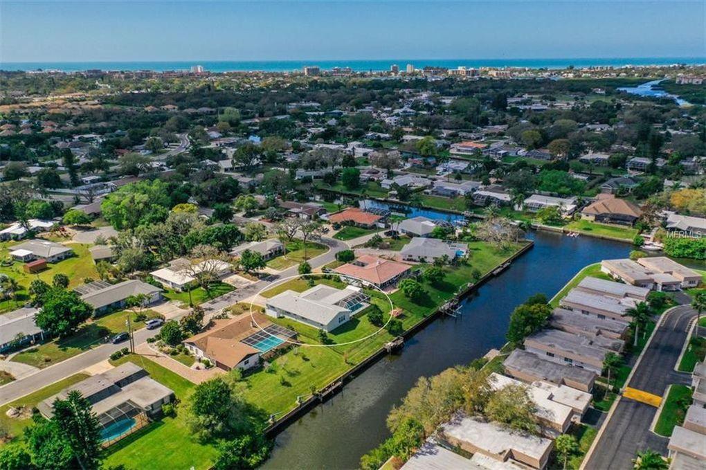 2417 Yorkshire Dr Sarasota, FL 34231