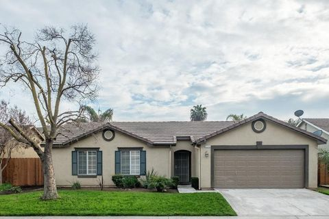Photo of 5240 E Blossom Ln, Fresno, CA 93725