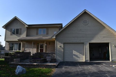 5 N970 Meredith Rd, Maple Park, IL 60151