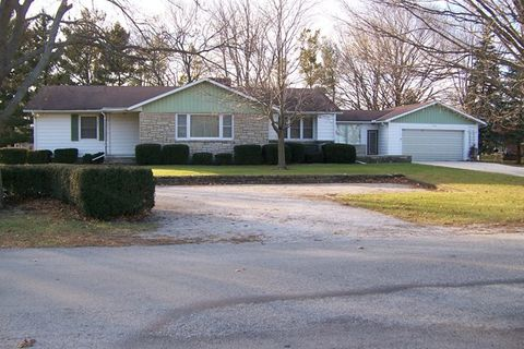 620 N Wood St, Forrest, IL 61741