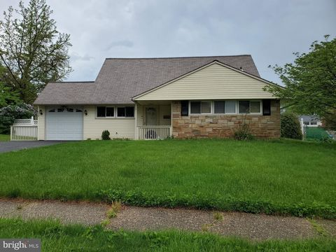 Photo of 14 Hook Rd, Levittown, PA 19056