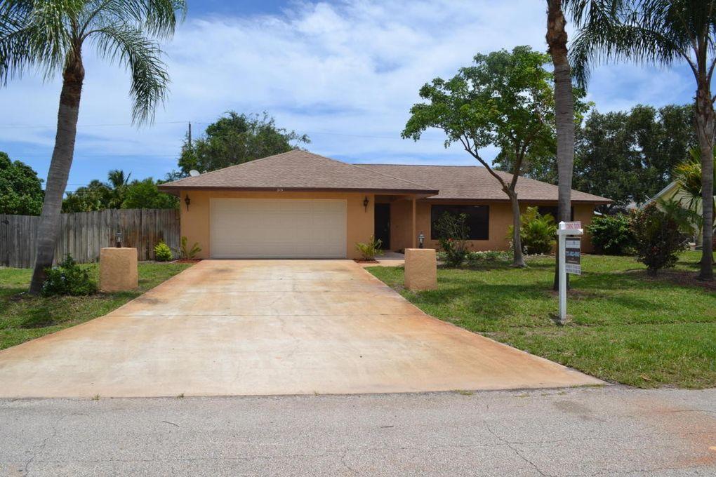 781 SE Thornhill Dr, Port Saint Lucie, FL 34983