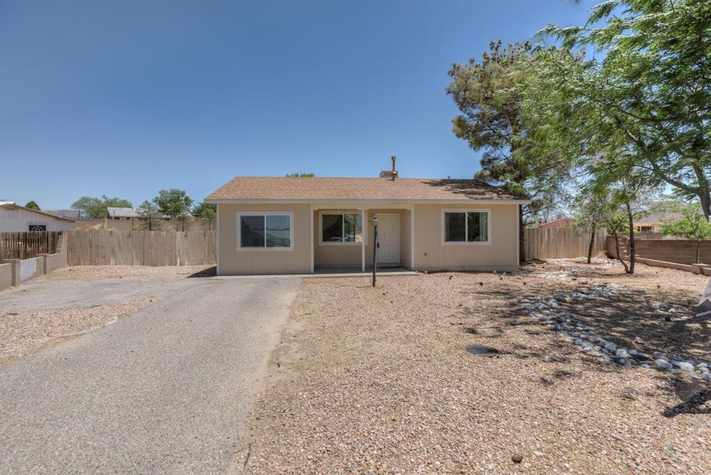 538 Iroquois Ct SW Rio Rancho, NM 87124