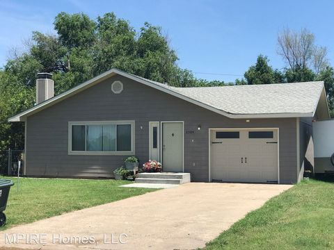 Photo of 2304 Heizer St, Great Bend, KS 67530
