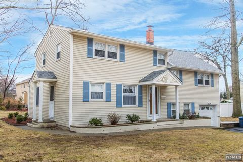 Photo of 24 Loyola Pl, Oakland, NJ 07436
