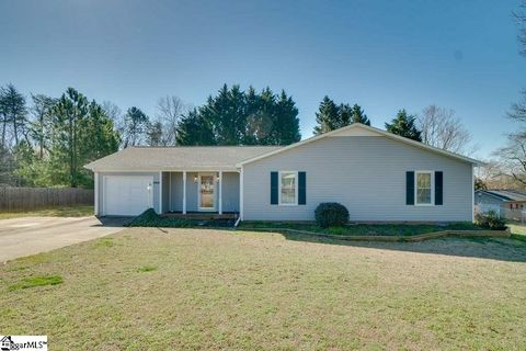 Photo of 904 Spruce Ct, Greenville, SC 29611