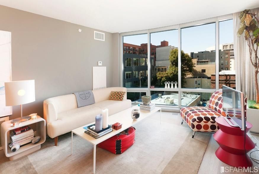 unit 333 1 Unit features 1 bed 1 1/2 bath with a view of the canal condo amenities include heated pool/spa, gym, concierge, security, valet parking, pet friendly grocery store, and more come enjoy resort style living.