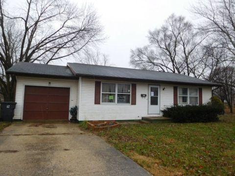 Photo of 301 Wilson Ave, Villa Grove, IL 61956