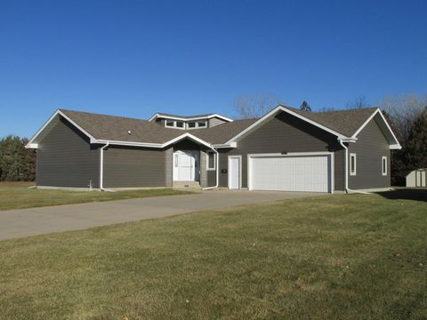 Photo of 1860 Meadowlark Ln Sw, Huron, SD 57350