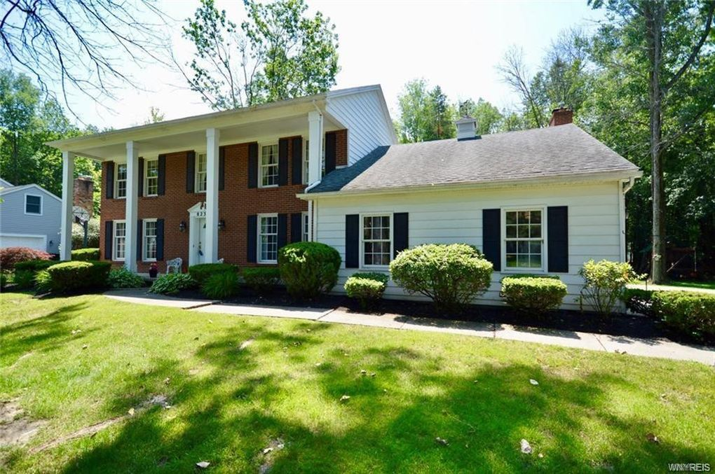 8235 Clarherst Dr Clarence, NY 14051