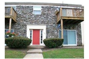 842 Bloomfield Village Blvd Apt D, Auburn Hills, MI 48326