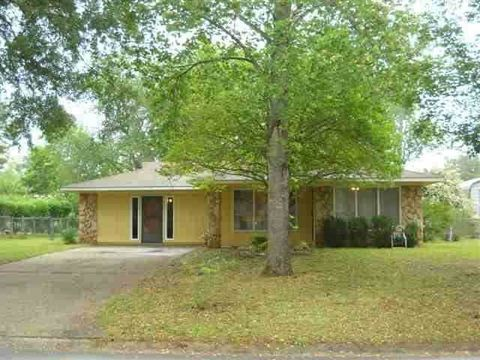 210 Scarborough Rd, Centerville, GA 31028