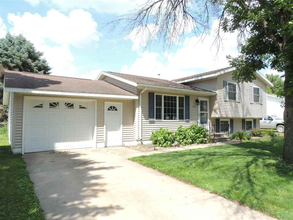 2212 Nw 3rd Ave, Waverly, IA 50677